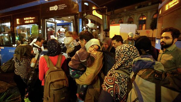 Migrants enter a bus, which is supposed to leave to Austria and Germany, at the Keleti trainstation in Budapest, Hungary, September 4, 2015 - Sputnik International