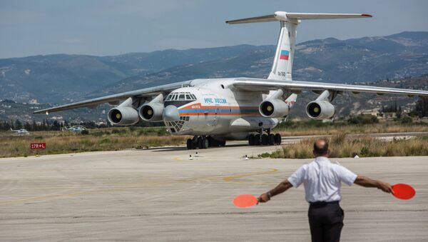 Russian EMERCOM plane with humanitarian aid for the people of Syria arrives to Latakia Airport in Syria. - Sputnik International