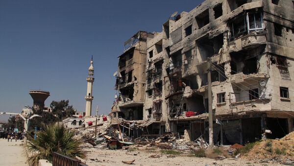 A damaged residential building in the Yarmouk refugee camp on the outskirts of Damascus - Sputnik International
