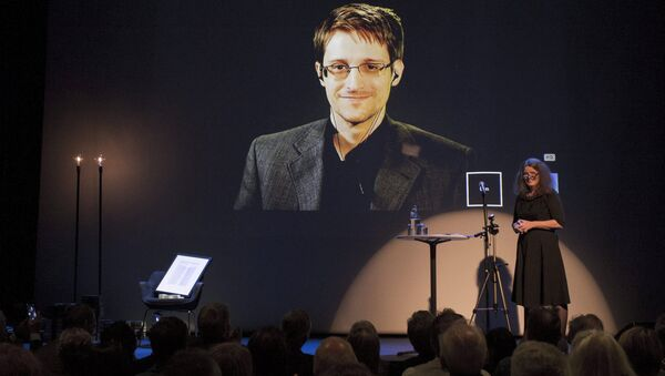 A chair is pictured on stage as former US National Security Agency contractor Edward Snowden. - Sputnik International
