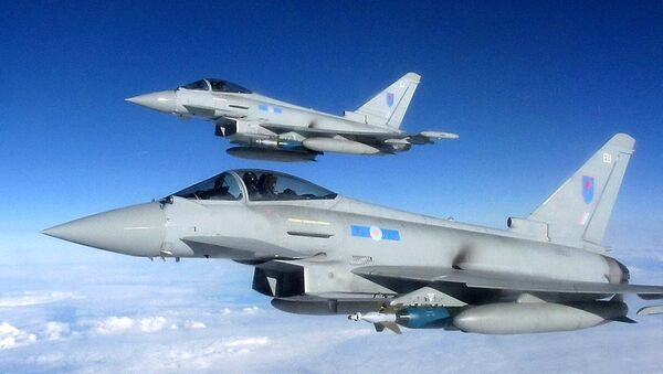 A Royal Air Force Typhoon fighter aircraft - Sputnik International