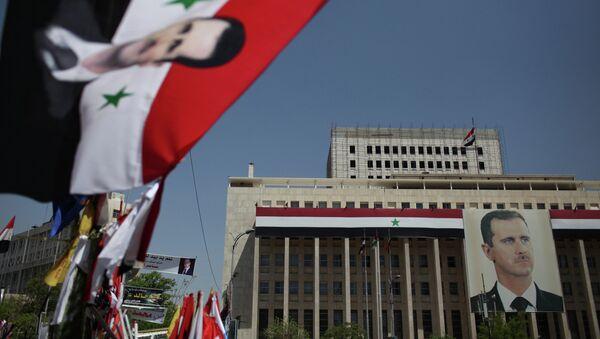 Portrait of President Bashar al-Assad on the Bank of Syria building in Damascus. - Sputnik International