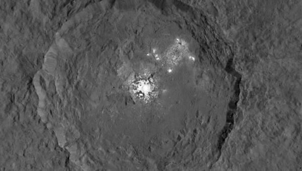 Occator Crater on dwarf planet Ceres, seen from orbit of 915 miles - Sputnik International