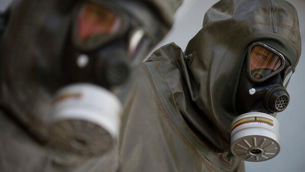 Employees in protective gear are seen during a demonstration in a chemical weapons disposal facility at GEKA (Gesellschaft zur Entsorgung von chemischen Kampfstoffen und Ruestungsaltlasten) in Munster, northern Germany, on October 30, 2013 - Sputnik International