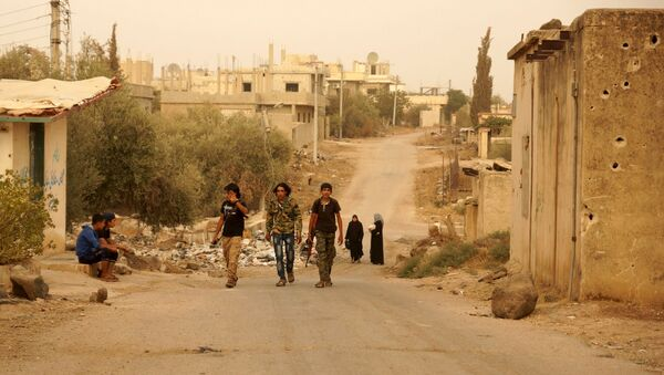 Free Syrian Army fighters walk with their weapons in the Deraa countryside September 9, 2015 - Sputnik International