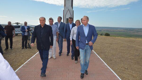 Russian President Vladimir Putin and former Italian Prime Minister Silvio Berlusconi at the monument to Sardinians killed in the Crimean War, September 11, 2015. - Sputnik International