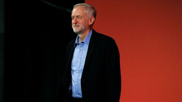 Jeremy Corbyn arrives at the Labour Party Leadership Conference in London, Saturday, Sept. 12, 2015 - Sputnik International