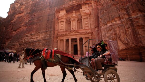 In this Thursday, March 6, 2014 photo, a horse carriage carries tourists for a tour at the Treasury in the ancient city of Petra, Jordan. - Sputnik International