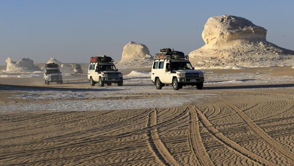 Four-wheel drive cars cross the sand dunes in the Egyptian western desert and the Bahariya Oasis, southwest of Cairo in picture taken May 15, 2015. Egyptian security forces killed 12 Mexicans and Egyptians and injured 10 by accident on Monday, mistaking a tourist convoy for militants they were chasing in the country's western desert, the ministry of interior said - Sputnik International