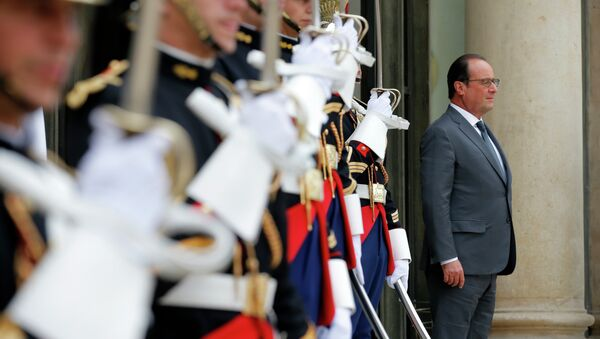 French President Francois Hollande waits for the arrival of Antonio Guterres, the United Nations High Commissioner for Refugees (UNHCR), at the Elysee Palace in Paris, France, Monday, Sept. 7, 2015. - Sputnik International