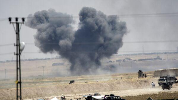 Black smoke billowing into sky after an airstrike. - Sputnik International