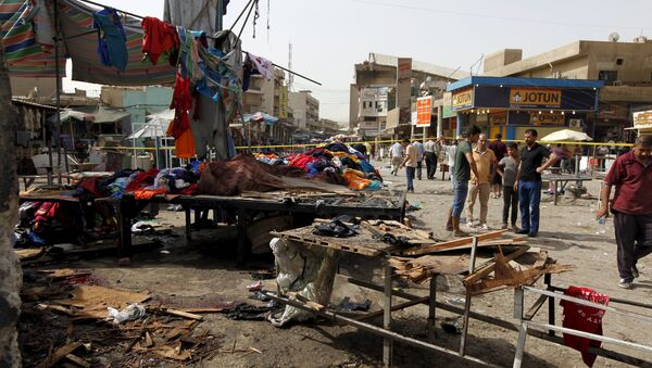People gather at the site of a suicide bomb attack in Baghdad, Iraq, September 17, 2015. - Sputnik International