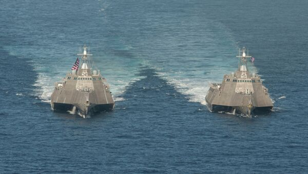 The littoral combat ships USS Independence (LCS 2), left, and USS Coronado (LCS 4) - Sputnik International