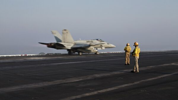 Pilots onboard of the US Marine fighter jet aircrafthave flown missions into both Iraq and Syria, part of the over 6,800 airstrikes carried out since August 2014. - Sputnik International
