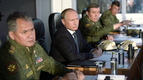 Russian President Vladimir Putinduring a meeting of the Military-Industrial Commission. - Sputnik International