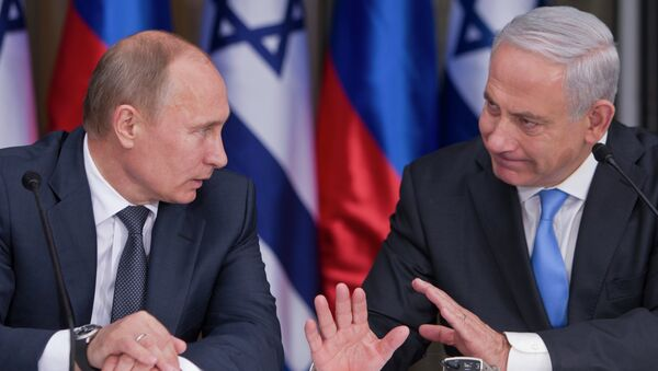 Russian President Vladimir Putin, left, listens to his host Israeli Prime Minister Benjamin Netanyahu as they prepare to deliver joint statements after their meeting and a lunch in the Israeli leader's Jerusalem residence, Monday, June 25, 2012 - Sputnik International