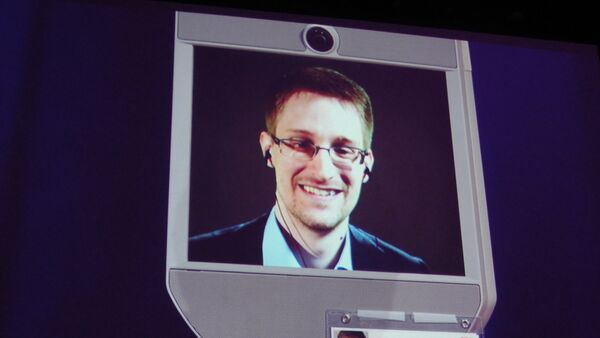 Former NSA contractor Edward Snowden appears by remote-controlled robot at a TED conference in Vancouver on March 18, 2014. - Sputnik International