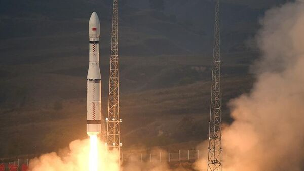 China launches new model of carrier rocket Long March-6, carries 20 micro-satellites - Sputnik International