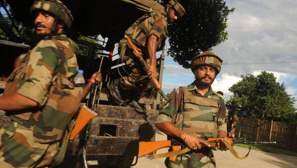 Indian army personnel unload from a truck at Ambadi village in Assam state's Kokrajhar district - Sputnik International