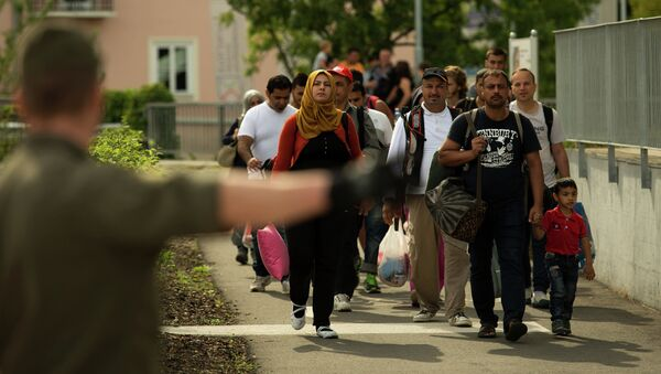 Migrants crossing the border between Austria and Slovenia in Bad Radkersburg, about 210 kms (130 miles) south of Vienna, Austria, Sunday, Sept. 20, 2015. - Sputnik International