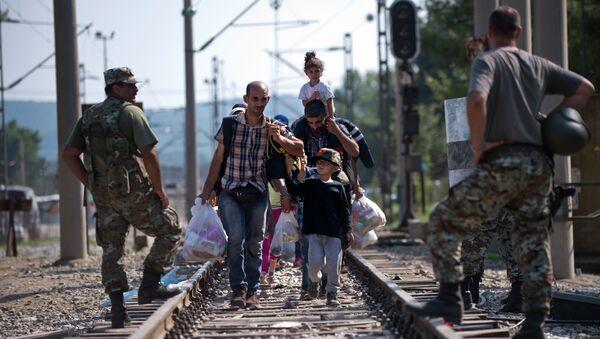 Migrants and refugees cross the Macedonian-Greek border near Gevgelija on September 20, 2015 - Sputnik International