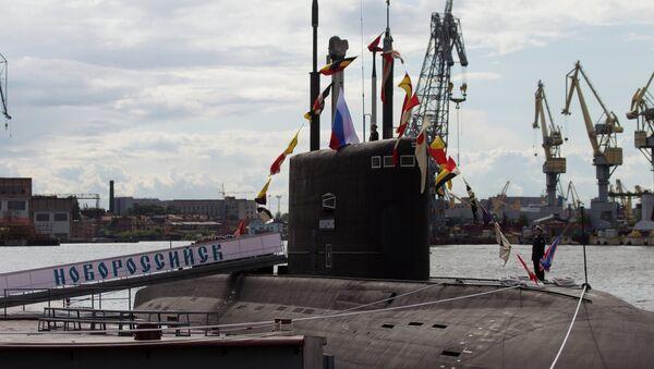 Official ceremony of raising Russian Navy colors on Novorossiysk diesel-electric submarine - Sputnik International