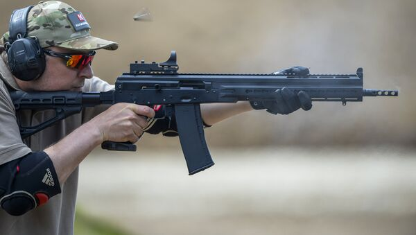 Demo firing a Saiga 12 smoothbore autoloading shotgun - Sputnik International