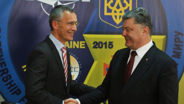 NATO Secretary General Jens Stoltenberg (at the left) and the president of Ukraine Petro Poroshenko at a press conference in the International center of peacemaking and safety on the Yavorivsky ground - Sputnik International