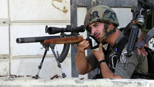 An Israeli border guard aims his sniper rifle during clashes with Palestinian protesters following an anti-Israeli protest after the weekly Friday prayers on September 18, 2015 in the Israeli-controlled area called H2, in the West Bank town of Hebron - Sputnik International