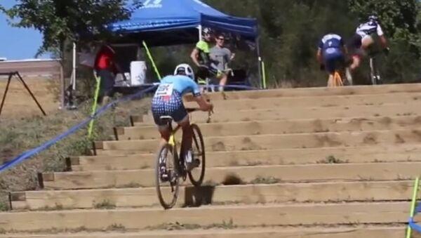 Bike Rider Has Figured Out Stairs - Sputnik International