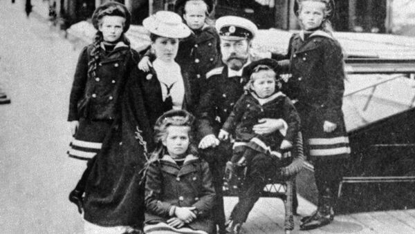 Nicholas II (third from right), the last Russian emperor, with his family - Sputnik International
