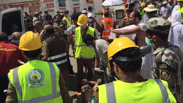 Rescuers respond to a stampede that killed and injured pilgrims in the holy city of Mina during the annual hajj pilgrimage on Thursday, Sept. 24, 2015 - Sputnik International