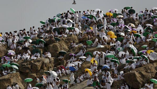 Muslim pilgrims pray on Mount Mercy on the plains of Arafat during the annual haj pilgrimage, outside the holy city of Mecca - Sputnik International