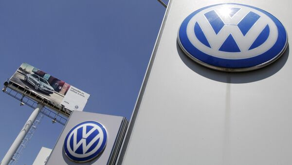 The logo of German carmaker Volkswagen is seen at the Volkswagen (VW) automobile manufacturing plant in Puebla near Mexico City September 23, 2015 - Sputnik International
