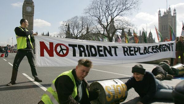 Anti-nuclear protesters block a road in Parliament Square in London, ahead of a House of Commons vote on the upgrade of Britain's current nuclear weapons the Trident missile, Wednesday March 14, 2007. - Sputnik International