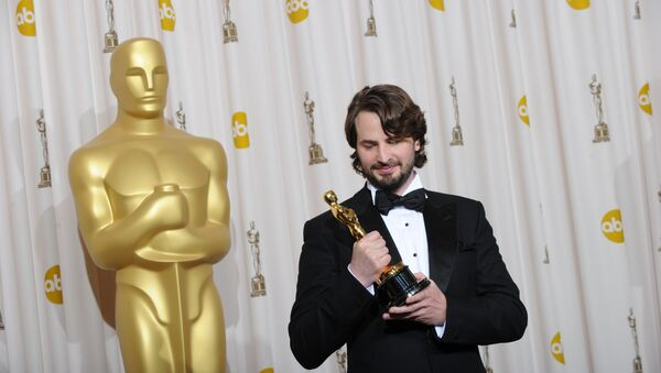 Mark Boal, winner of the best Original Screenplay for The Hurt Locker, poses with the Oscart at the 82nd Academy Awards at the Kodak Theater in Hollywood, California on March 07, 2010 - Sputnik International