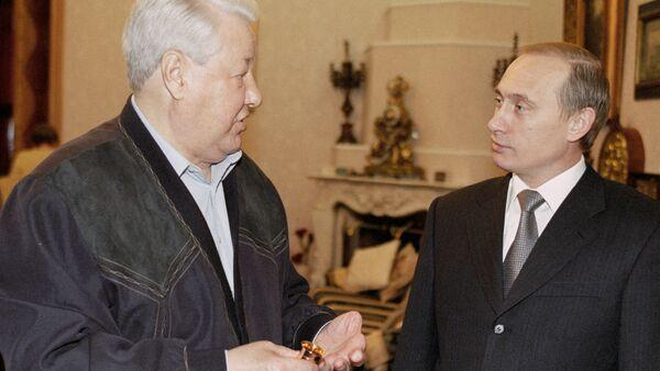 Putin congratulates Yeltsin on his birthday - Sputnik International