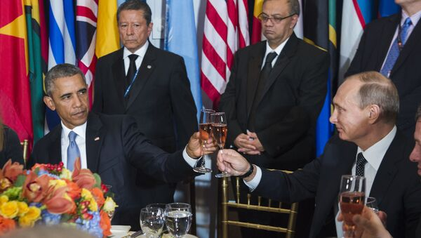 In this Monday, Sept. 28, 2015, photo, provided by the United Nations, US President Barack Obama, left, and Russia's President Vladimir Putin toast during a luncheon hosted during the 70th annual United Nations General Assembly at U.N. headquarters - Sputnik International