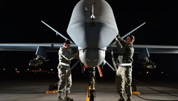 Airman 1st Class Steven (left) and Airman 1st Class Taylor prepare an MQ-9 Reaper for flight during exercise Combat Hammer, May 15, 2014, at Creech Air Force Base, Nev. Reaper crews flew a week-long mission, where they released the GBU-12 Paveway II and AGM-114 Hellfire munitions. Steven and Taylor are MQ-9 Reaper crew chiefs from the 432nd Aircraft Maintenance Squadron. - Sputnik International