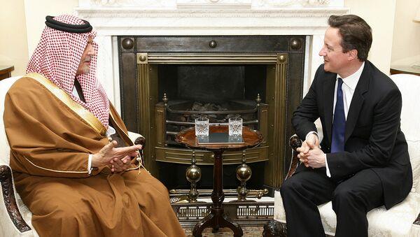 Britain's Prime Minister David Cameron, right, meets with Saudi Arabia's Foreign Minister Prince Saud Al Faisal. - Sputnik International