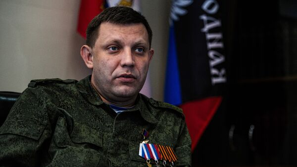 Alexander Zakharchenko, head of the self-proclaimed Donetsk People's Republic (DNR), speaks during an interview at his office in the eastern Ukrainian city of Donetsk on April 8, 2015 - Sputnik International