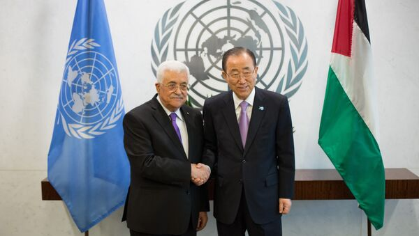 The State of Palestine's President Mahmoud Abbas, left, poses with United Nations Secretary-General Ban Ki-moon at the United Nations headquarters Wednesday, Sept. 30, 2015 - Sputnik International
