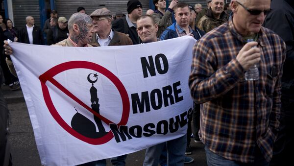 Protesters hold a banner reading 'No more mosque' - Sputnik International