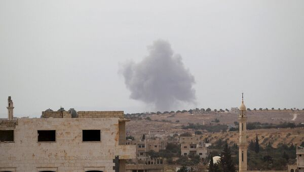 Smoke rises from a base controlled by rebel fighters from the Ahrar al-Sham Movement, that was targeted by what activists said were Russian airstrikes at Hass ancient cemeteries in the southern countryside of Idlib, Syria October 1, 2015. - Sputnik International