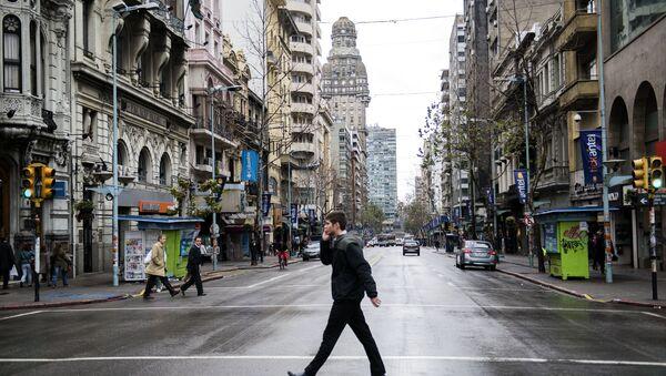 A man crosses the capital's main avenue, during a full-day general strike in Montevideo, Uruguay. - Sputnik International