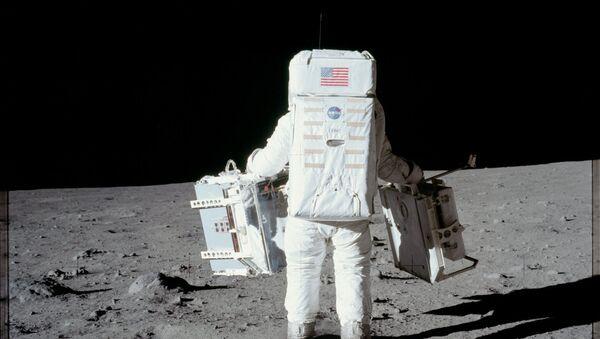 Apollo 11 - Sputnik International