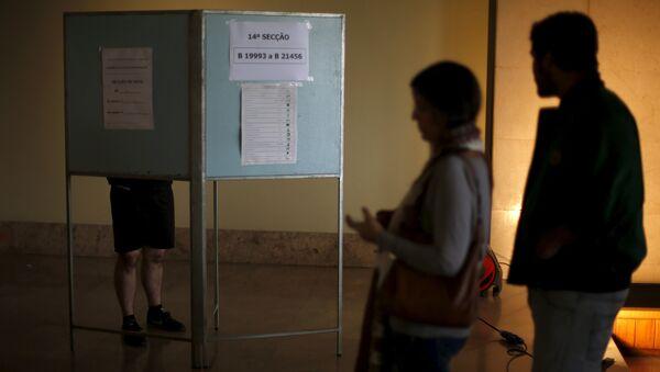 People wait to vote during the general election in Lisbon, Portugal October 4, 2015. - Sputnik International