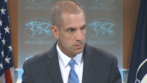 Associated Press reporter Matt Lee reminded State Department Deputy Spokesman Mark Toner of the department's sharp and immediate condemnation of an Israeli shelling, which accidentally struck a school in Gaza last year. - Sputnik International