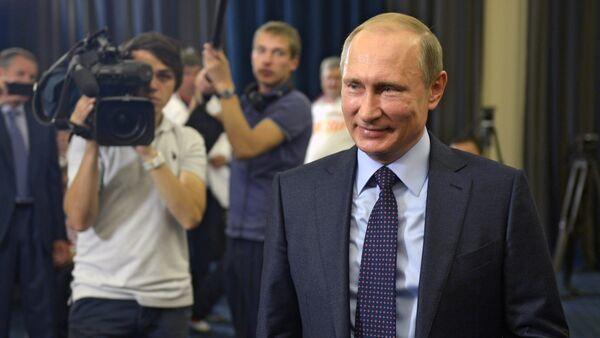 President Vladimir Putin meets with winners of the 2015 IWAS World Games - Sputnik International