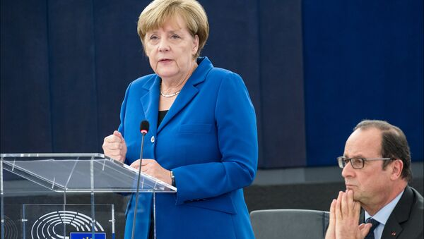 Hollande and Merkel in the plenary chamber for an historic debate with MEPs - Sputnik International